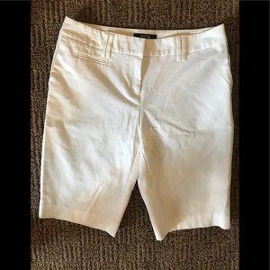 White pleated Bermuda shorts size 6